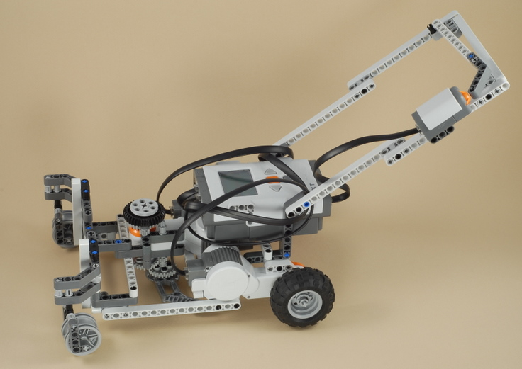 LEGO Mindstorms NXT Crazy Lawn Mower